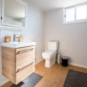 Sade ve Basit Banyo Dolabı ve Mobilyası 300x300 - Banyo Dolapları
